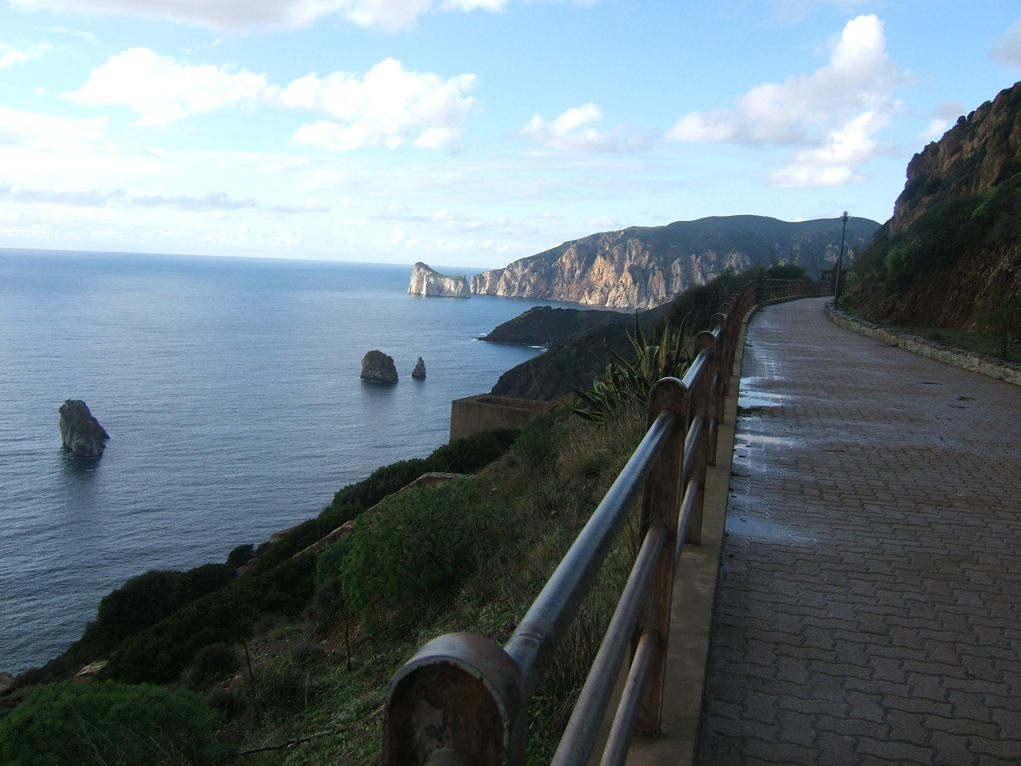 Vue sur Pan di Zucchero depuis le Belvédère de Nebida